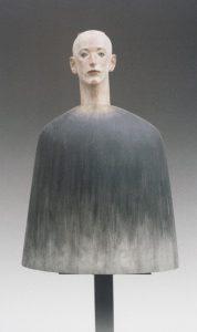 Katsura Funakoshi Of Mountain 1997 Kampferholz, farbig gefasst, Marmor 93 x 65 x 33 cm